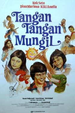 Goelali Children's Film Festival 2011-Tribute to the Past Tangan tangan mungil Ny Anton (Tutie Kirana), khawatir akan tingkah laku tomboy anaknya yang berusia 6 tahun bernama Lala (Kiki Amalia) dan memohon bantuan kepada kelompok bermain dan psikolog anak Kak Seto (Seto Mulyadi). Masalah semakin rumit ketika sifat berandal Lala mengacaukan segalanya, termasuk hubungan Kak Seto dengan kekasihnya, pandangan Dina (Dina Mariana) terhadap kak Seto, hingga ayahnya Anton Wijaya (Kusno Sudjarwadi) marah dan menuduh Kak Seto sebagai pengacau keluarganya. Pada akhirnya, satu tokoh lucu dan modern muncul, bernama Bujel, untuk mengembalikan keutuhan keluarga dan problema yang mereka alami. Ny. Anton (Tutie Kirana), who is worried about her 6 year old daughter Lala's (Kiki Amelia) tomboy behavior, visited child psychologist, Kak Seto (Seto Mulyadi) in search for aid. The problem becomes increasingly complex when Lala's behaviour interferes with Kak Seto's relationship with his girlfriend, Lala's sister's (Dina Mariana) feelings about Kak Seto arises, and to the extend of when Lala's father, Anton Wijaya (Kusno Sudjarwadi), announced Kak Seto as the culprit of ruining his family. When things are all in a mess, a comical and modern character, Bujel (Bujel Dipuro), collides in their lives as a problem solver to all the mess. Indonesia(tribute to the past), 97 Menit, Drama, 12-16 Tahun, (1981) schedule : 24 June 2011 (11.00-12.37)