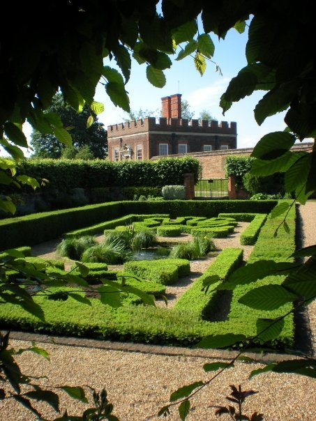 lifesrandommoments:  Pond Garden at Hampton Court… taken a few years ago.