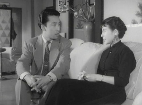 Uwasa No Onna (dir. Kenji Mizoguchi, 1954) **** In Kenji Mizoguchi's Uwasa No Onna (The Woman In The Rumour), set in a Kyoto geisha house, Yukiko returns home from Tokyo after a suicide attempt and becomes involved with the same man as her mother, Matsuko.