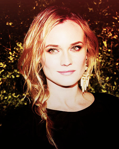 Diane Kruger always kills it with her hair.  The majority of the time it's swept to one side in a loose fishtail plait or sculpted waves, as seen as the Met Ball. Whatever the style it never looks contrived. She wears it well. We likey.
