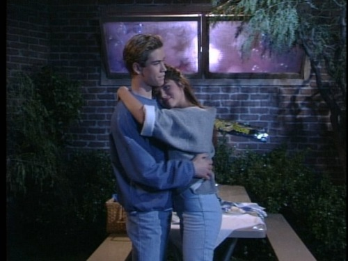 Prom episode of Saved by the Bell  playing on TeenNick I freaking loved this show.