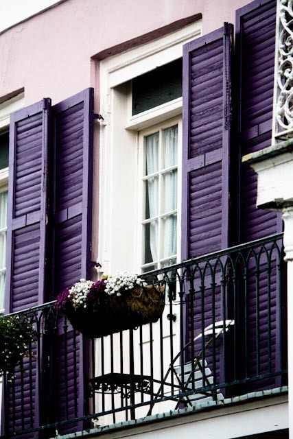 thedonohuefamily:  insidetheloop:  via:Lavendar & Lillies  Oh la la, balconies and flowers in Paris!
