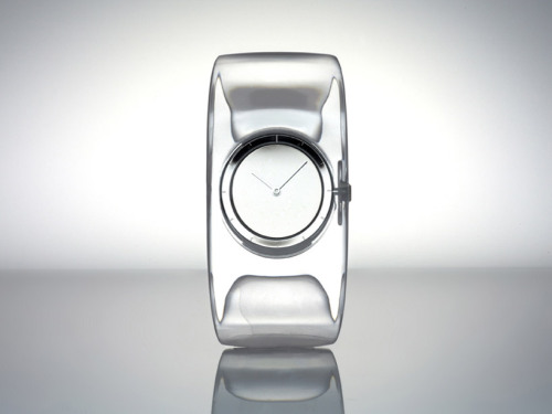 By Japaneseby designer Tokujin Yoshioka, in collaboration with Seiko Instruments: 'O' (French for water) is a Issey Miyake watch that commemorates the 10th anniversary of the brand's watch project initiative,  via designboom