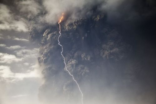 Iceland's volcano Grimsvötn began erupting on Saturday, May 21, for the first time since 2004. (photo by Jón Ólafur Magnússon) - Watch the video on Vísir.is