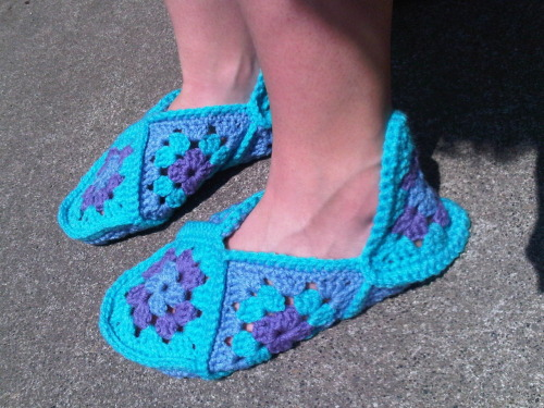 bananaleg:  I made a pair of slippers using 12 granny squares from a really fun tutorial on purlbee.com (you can get check it out by clicking the photo). If you can double and single crochet, you can make these slippers. So easy, and so cute.  Four of each of these squares made slippers… Who knew? I used Red Heart Super Saver in Lt. Periwinkle, Turqua, and Lavender.