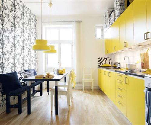 A gorgeous yellow, black and white kitchen!  It would be so fun to cook in here!