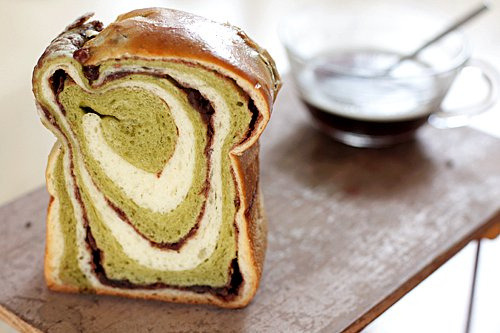 Yowzers! lovelylovelyfood:  Japanese Green Tea and Red Bean Bread