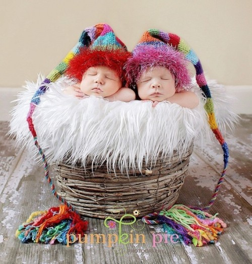 Do you think I would get strange looks if I knitted one of these for my baby and took he or she to go…say…grocery shopping? daintyloops:  (via Original Designer Funky One TICKLES Rainbow by MadAboutColour)