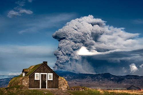 cafevienes:  Day 143 - Eruption, Iceland (by Ingólfur B)