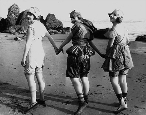 billyjane:  Mack Sennett Girls, 1915 from 'Pin-up,certaines l'aiment show' - pin-ups through the ages exhibition at Cannes Telegraph