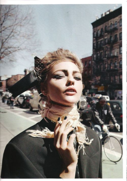 Sasha Pivovarova by Inez Van Lamsweerde & Vinoodh Matadin in 'Downtown', Vogue Paris, June/July 2011. (via Valentine27 @ tfs)