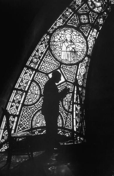 Alfred Eisenstaedt working in cathedral on assignment, Lourdes, France, 1958. Thank  you, killerbeesting & wait-what?.