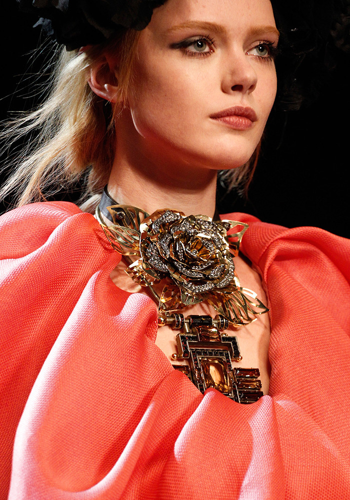 Check out that neck piece from Lanvin Fall 2011! (via KRISATOMIC)