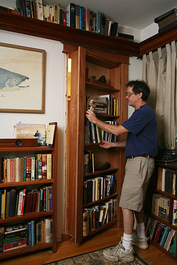 Secret bookcase door - This is a great do it yourself article on how to build your own hidden bookcase door. This one looks like it's been in the house for 100 years when it's closed.