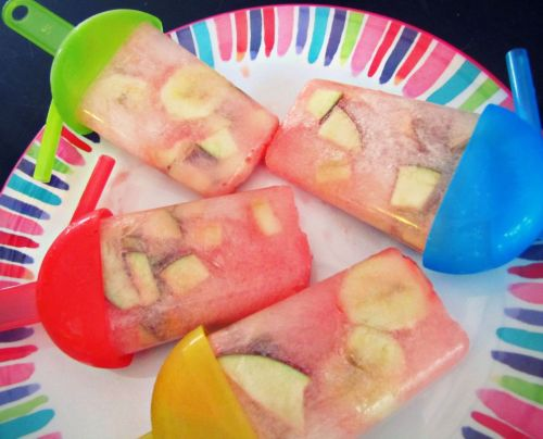 undressedskeleton:  Fruity Pops! 15 Calories 1 packet pink lemonade splenda 1/2 apple diced 1/2 banana diced flavored lemon water