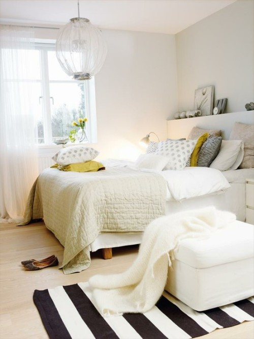 theglitterguide:  (via love the white with rug graphic)