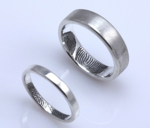 never lack each other's touch…this is cute. his & her's fingerprint rings. similar post here. (found here.)