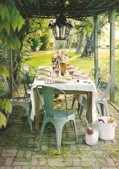 dyingofcute:  Lovely, lovely porch  The perfect garden party.