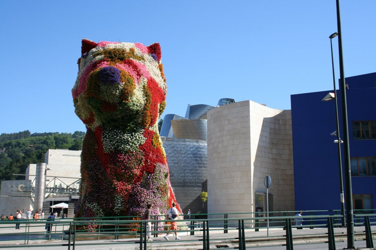"Jeff Koons - ""Puppy"" flower sculpture - Bilbao"