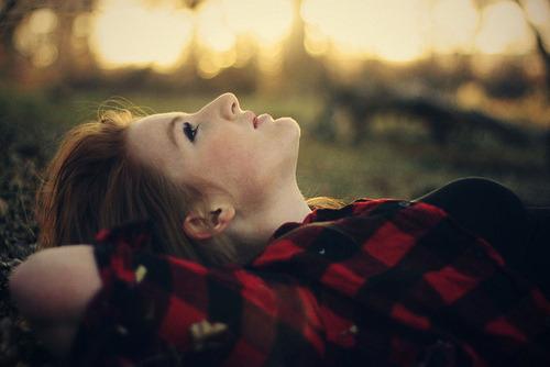 Teu amor me desfaz, teu amor me refaz. Quebra tudo e faz denovo, e denovo.