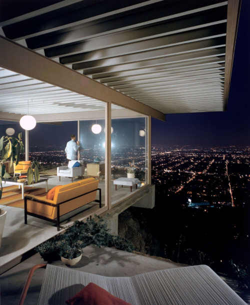via scanzen:  Case Study House #22 by Julius Shulman (1960) Stahl residence at 1635 Woods Drive, Los Angeles, Calif. Architect: Pierre Koenig.