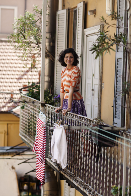 Big smile, mixing patterns, air-dried laundry. Living the life.  Courtesy of The Sartorialist