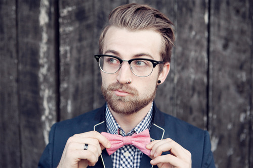 themaogspot:  bowtie+glasses!  i can appreciate this.