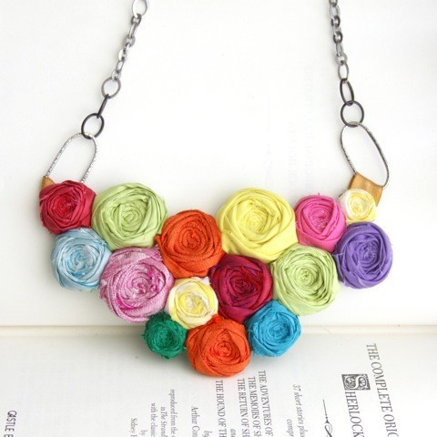 mariapalito:  (via Brighten Up Rosette Couture Statement Bib Necklace by Brydferth)