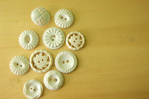 chocolatealmond:  White buttons (by stitchindye)