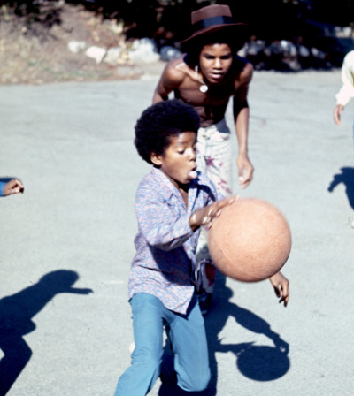 wastedtears:  theswinginsixties:  Michael Jackson  This is sooooo cute :)