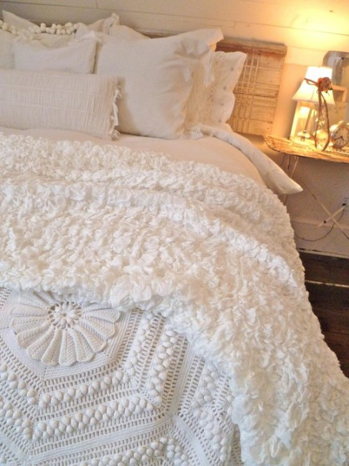 baltimorebelle:  I would love to wake up in this  obsessed with white bedding… and this has such amazing textures!
