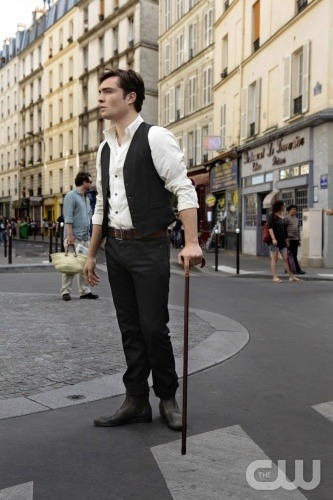 Is there anything more scrumptious than Chuck Bass in Paris? No.  No, there is not.  Hello, my name is Amy, I'm in my thirties, and I love Gossip Girl's fashion.  (There will be no further confessions today, thankyouverymuch!) XOXO…