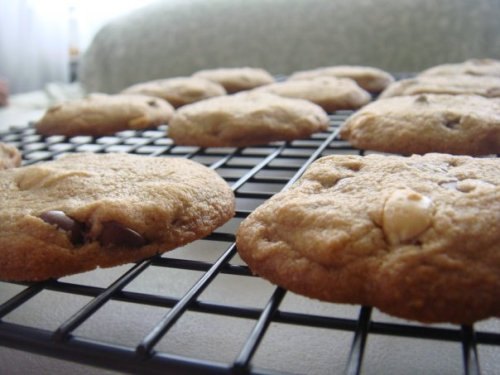 PEANUTS + CINNAMON + CHOCOLATE CHIP = OVEN FRESH DREAMS!