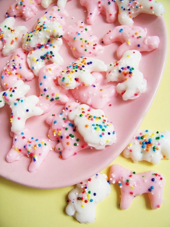 theglitterguide:  (via animal cookies with sprinkles)
