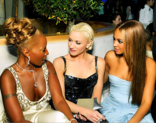 beyoncethegreatest:   Grammy Awards winners Mary J. Blige, Gwen Stefani & Beyoncé chat during the Oscars after-partyhosted by Vanity Fair in 2005.