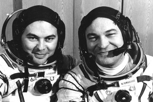 Aleksandr Laveykin and Yuri Romanenko in their portrait for Soyuz TM-2 (1987)