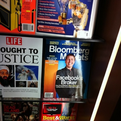 Barry 's Cover at the airport newsstand! (Taken with Instagram at John F Kennedy International Airport (JFK))