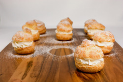prettyfoods:  Profiteroles with Vanilla Crème Chantilly (via LaMiaVitaDolce)