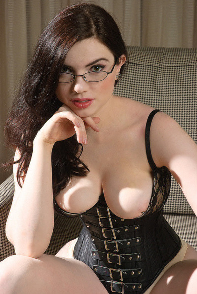 sexyinglasses:  Brunette in some amazing lingerie, wearing glasses.
