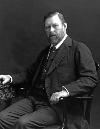 Bram_Stoker_1906.jpg‎ from Wikipedia