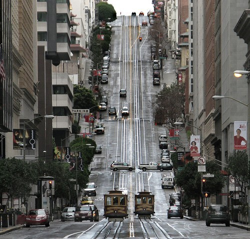 inthemirror:  nous-sommes-les-belles:  Nob Hill, San Francisco (by Dave Glass)  I love this city.