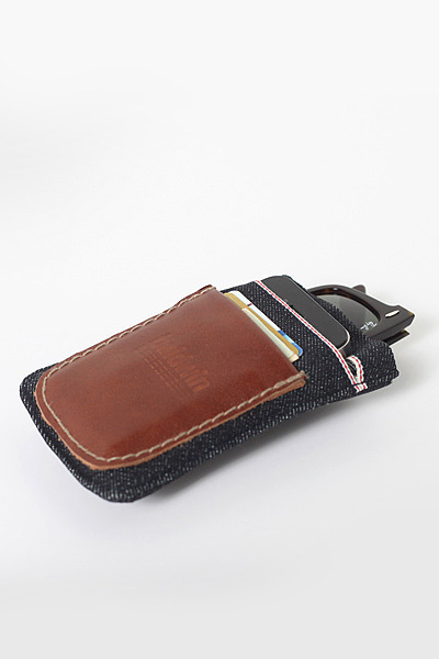 itsworn:  Baldwin Denim - The Wallet Baldwin recently introduced this low profile wallet.  It's made of 14oz Dry Kurabo Japanese denim with red line selvage and hand stitched leather. Made to fit your sunglasses, cellphone, and cards it's an ideal 'carryall' for men. Pre-order is open now. For more details, photos, and pricing visit the Baldwin website
