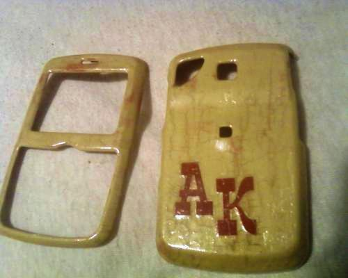 I repainted my cell phone case. Ya dig? <3