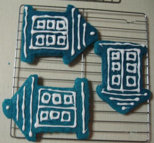 thrynnie:  makin tardis cookies with my sisterrrrrr (aka jamie makes cookies and i hover around and make excited noises) we're going to a doctor who party later /a bit too excited