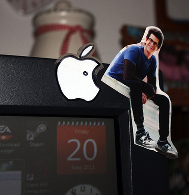 I WANT A MINI ANDREW ON MY iMAC.