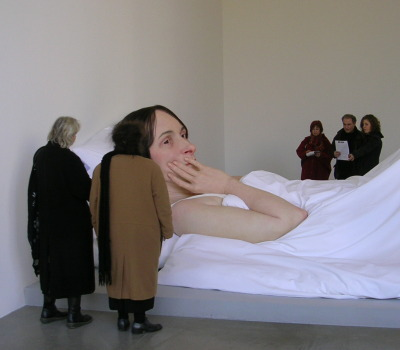 twelve-peaches:  i went to this exhibition, ron mueck is amazing