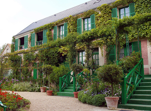 bonparisien:  Chez Monet by The Oldie on flickr  I want the front of my house to look like this