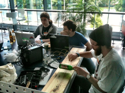 david-noel:  Hardware hacks are always amongst the coolest hacks at Music Hack Day. Ian Hooper playing the self-built guitar inspired by Jack White from The White Stripes in It Might Get Loud.