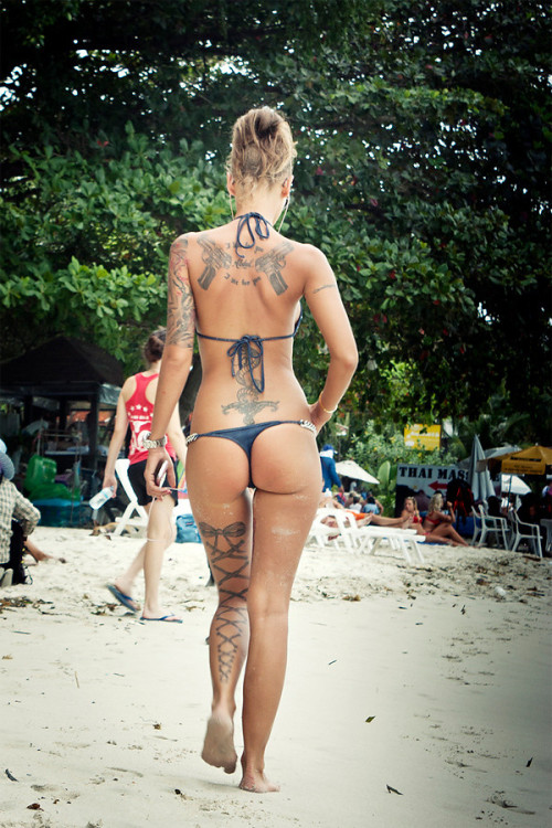 pampussy:  Sexy backside on the beach ::::: @PamPussy