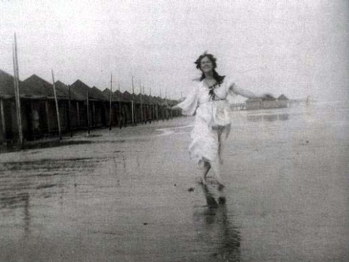 "momentry:Isadora Duncan on the Lido in Venice (Raymond Duncan 1903)  ""To seek in nature the fairest forms and to find the movement which expresses the soul in these forms—this is the art of the dancer. … My inspiration has been drawn from trees, from waves, from clouds, from the sympathies that exist between passion and the storm."" (ISADORA DUNCAN 1877-1927)"